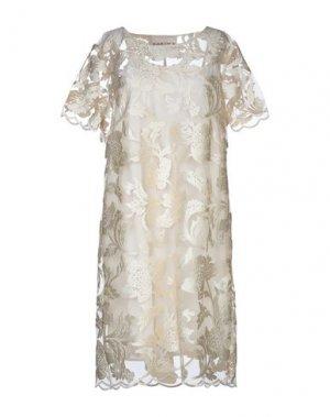 Короткое платье KARTIKA. Цвет: слоновая кость