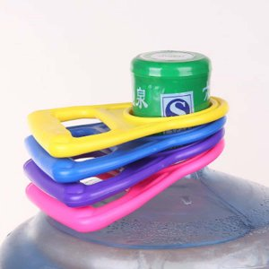 1шт ручка подъема воды в бутылках случайного цвета SHEIN. Цвет: многоцветный