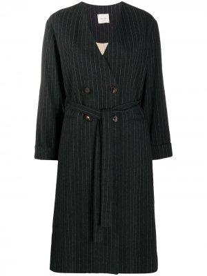 Пальто в тонкую полоску с поясом Alysi. Цвет: черный