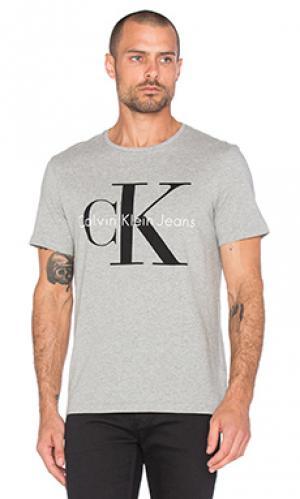 Футболка с круглым вырезом и коротким рукавом Calvin Klein. Цвет: серый