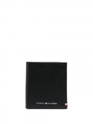 Кошелек с гравировкой логотипа Tommy Hilfiger. Цвет: черный