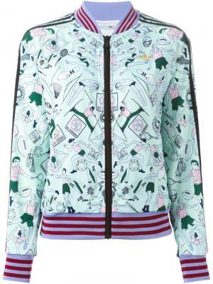 Куртка-бомбер с принтом спортивных элементов Mary Katrantzou X Adidas Originals. Цвет: зелёный
