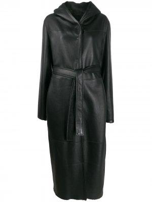 Пальто со вставками и поясом Liska. Цвет: черный