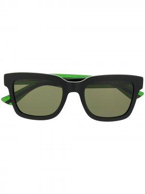 Солнцезащитные очки в прямоугольной оправе отделкой Web Gucci Eyewear. Цвет: черный