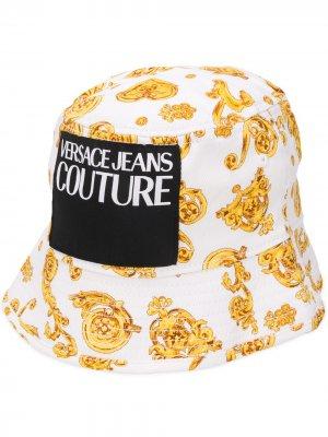 Панама с нашивкой-логотипом Versace Jeans Couture. Цвет: белый
