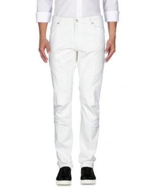 Джинсовые брюки PIERRE BALMAIN. Цвет: белый