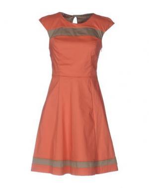 Короткое платье ANNARITA N. Цвет: ржаво-коричневый