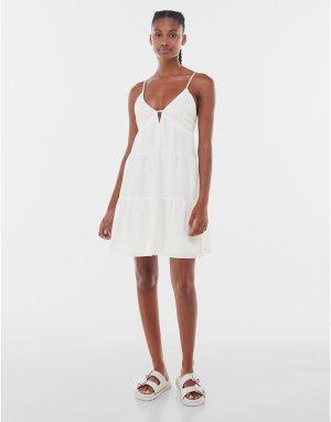 Ярусное летнее платье белого цвета с открытой спинкой -Белый Bershka