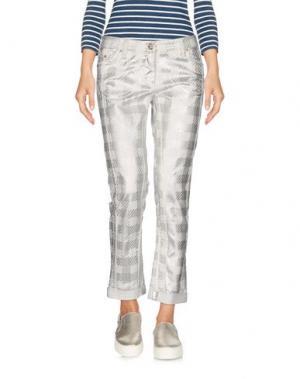 Джинсовые брюки-капри ROBERTO CAVALLI. Цвет: белый