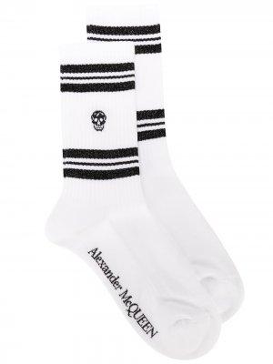 Спортивные носки с принтом Skull Alexander McQueen. Цвет: белый