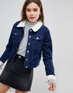 Джинсовая куртка с воротником и манжетами из искусственного меха Paris Parisian. Цвет: синий