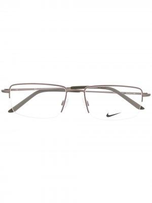 Очки Swoosh в прямоугольной оправе Nike. Цвет: серебристый