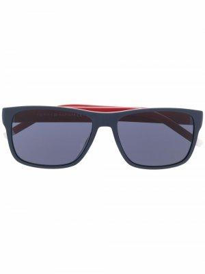 Солнцезащитные очки с контрастными дужками Tommy Hilfiger. Цвет: синий