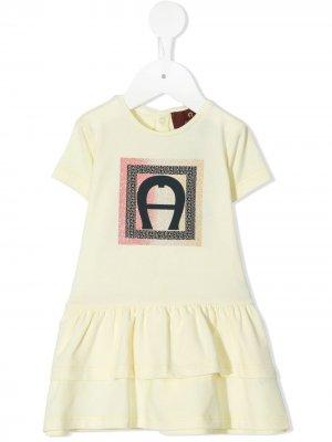 Ярусное платье-футболка с блестящим логотипом Aigner Kids. Цвет: желтый