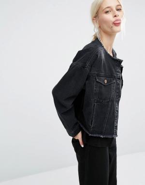 Укороченная джинсовая куртка с необработанным краем Monki. Цвет: синий