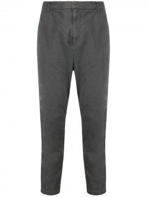 Укороченные брюки чинос Nili Lotan. Цвет: серый