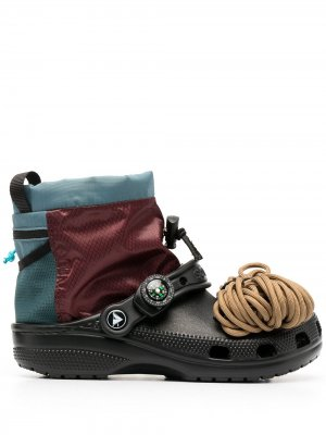 Ботинки со вставками Crocs. Цвет: черный