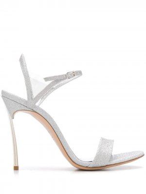 Босоножки на каблуке Casadei. Цвет: серебристый