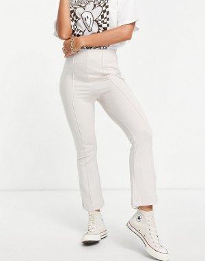 Укороченные расклешенные брюки цвета экрю -Белый Stradivarius