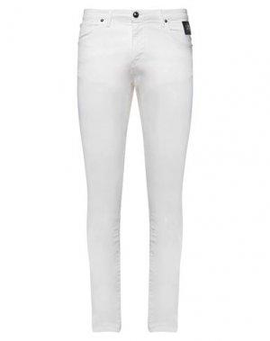 Повседневные брюки CAVALLI CLASS. Цвет: белый