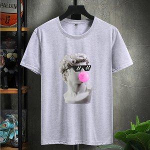 Мужская футболка с короткими рукавами и статуэткой SHEIN. Цвет: серый