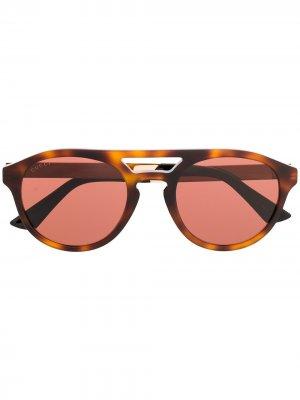 Солнцезащитные очки в круглой оправе черепаховой расцветки Gucci Eyewear. Цвет: коричневый