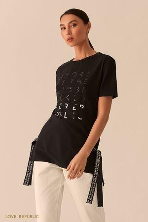 Черная удлиненная футболка с лентами и серебристым принтом LOVE REPUBLIC