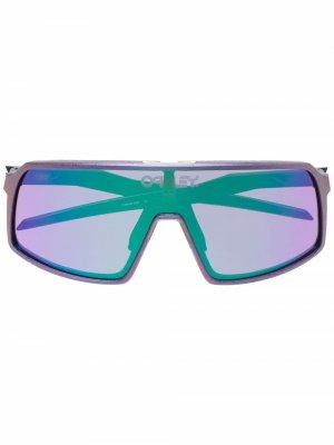 Солнцезащитные очки в квадратной оправе Oakley. Цвет: фиолетовый