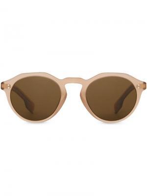 Солнцезащитные очки в круглой оправе Burberry Eyewear. Цвет: коричневый