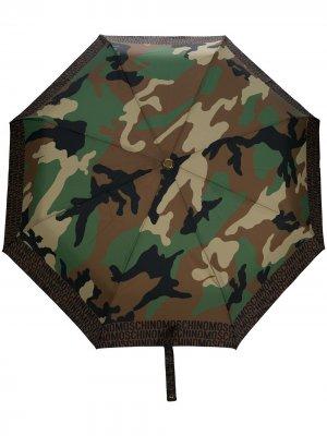 Зонт с камуфляжным принтом Moschino. Цвет: зеленый
