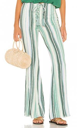 Расклешенные брюки zero Indah. Цвет: зеленый