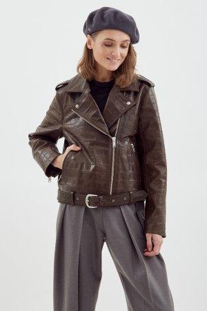 Куртка-косуха из натуральной кожи коричневая с тиснением под крокодила ЧЕРЕШНЯ. Цвет: светло-коричневый