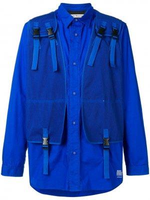 Рубашка в стиле милитари с сетчатым жилетом White Mountaineering. Цвет: синий