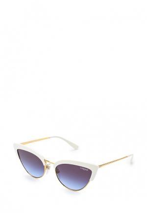 Очки солнцезащитные Vogue® Eyewear VO5212S W7454Q. Цвет: белый