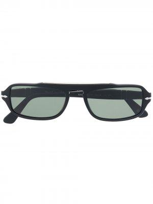 Солнцезащитные очки в прямоугольной оправе Persol. Цвет: черный