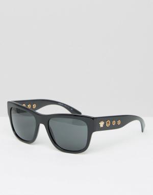 Солнцезащитные очки в квадратной оправе с заклепками по бокам Versace. Цвет: черный