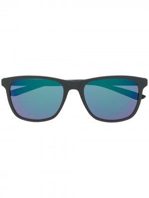 Солнцезащитные очки Passage в прямоугольной оправе Nike. Цвет: серый