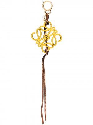 Брелок с металлическим логотипом Loewe. Цвет: желтый