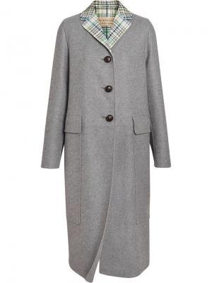 Кашемировое пальто с воротником в клетку Burberry. Цвет: серый