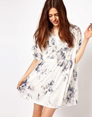 Платье с присборенной юбкой и принтом большими цветами ASOS DESIGN. Цвет: мульти