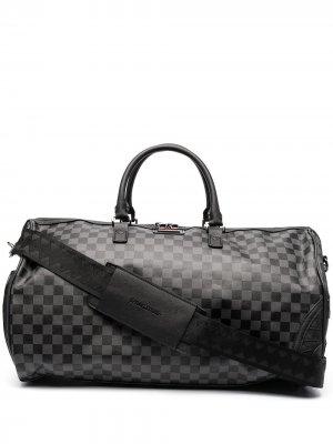 Дорожная сумка в клетку Sprayground. Цвет: черный