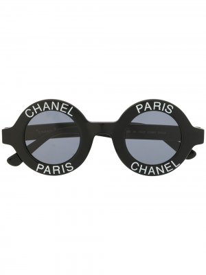Солнцезащитные очки в круглой оправе с логотипом Chanel Pre-Owned. Цвет: черный