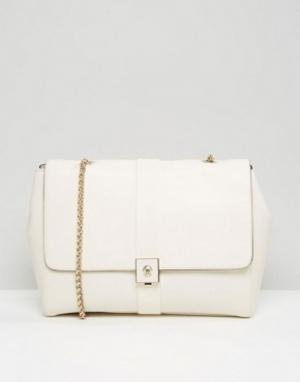 Кожаная сумка на плечо с цепочками Modalu. Цвет: кремовый