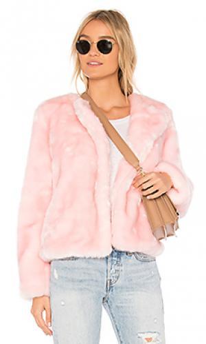 Куртка из искусственного меха MILLY. Цвет: розовый