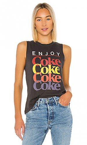 Майка с графикой enjoy coke Chaser. Цвет: черный