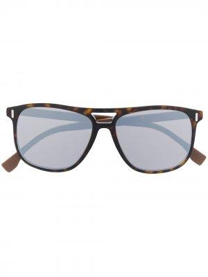 Солнцезащитные очки в оправе черепаховой расцветки Fendi Eyewear. Цвет: коричневый