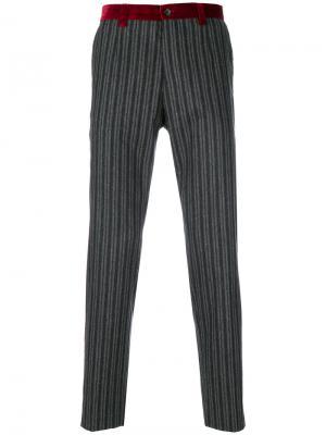Классические полосатые брюки Dolce & Gabbana. Цвет: серый