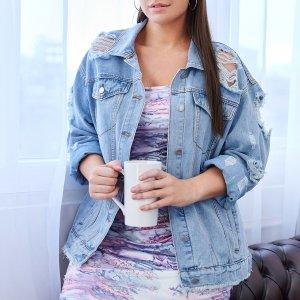 Рваная джинсовая куртка размера плюс с карманом SHEIN. Цвет: легко-синий