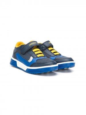 Кроссовки в стиле колор-блок Geox Kids. Цвет: синий