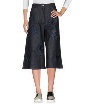 Джинсовые брюки-капри VALENTINO. Цвет: синий